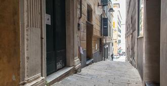 Ostellin Genova Hostel - Genoa - Outdoors view