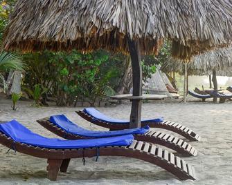 Playa la Roca Ecohotel - Palomino - Patio