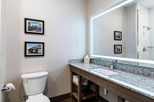 Comfort Suites - Grove City - Bathroom