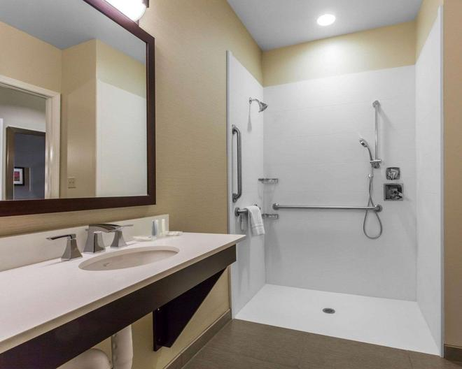 Comfort Suites Youngstown North - Youngstown - Kylpyhuone