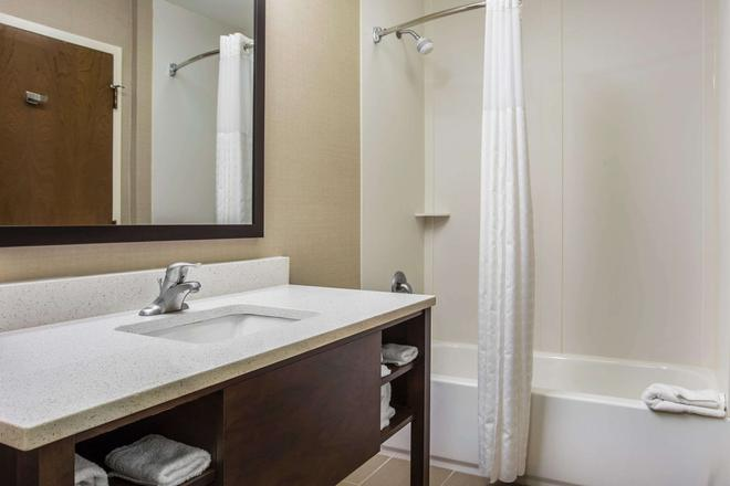 Comfort Suites at Isle of Palms Connector - Mount Pleasant - Bathroom