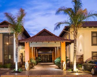 Villa Bali Boutique Hotel - Блумфонтейн - Building