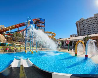 普里韋瑞弗里亞公園酒店 - 新卡爾迪斯 - 卡達斯諾瓦斯 - 游泳池