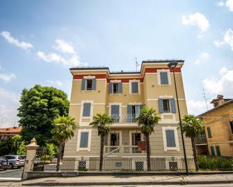 Hotel Villa Maranello - Maranello - Gebäude