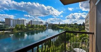 Oxford Suites Downtown Spokane - ספוקיין - מרפסת