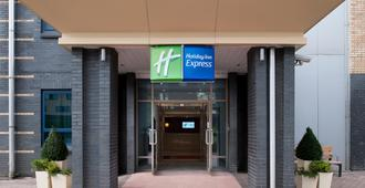 Holiday Inn Express Leeds - City Centre - Leeds - Building