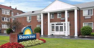 Days Inn by Wyndham Cleveland Lakewood - Cleveland