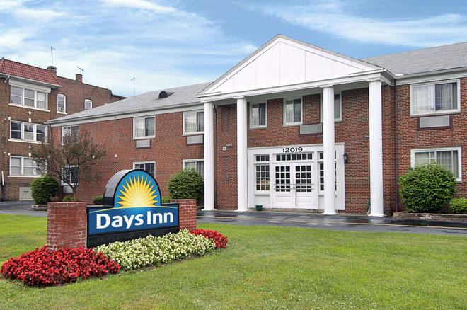 Days Inn by Wyndham Cleveland Lakewood - Cleveland - Building