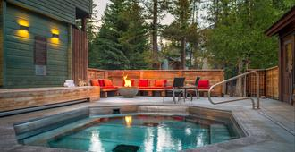 Buffalo Mountain Lodge - Banff - Piscina