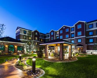 Staybridge Suites Bismarck - Bismarck - Building