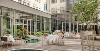 Mövenpick Hotel Berlin - Berliini - Ravintola