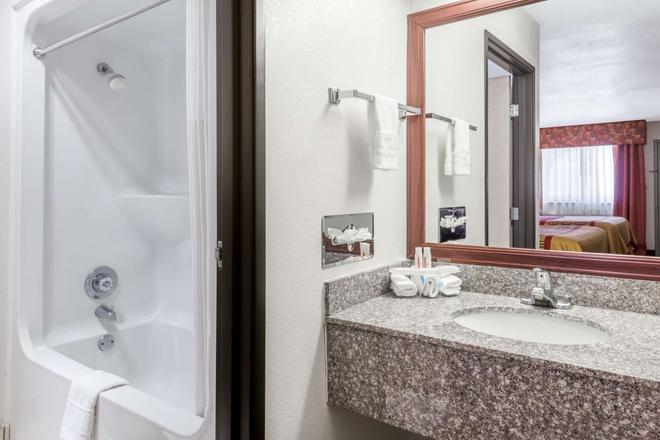 Days Inn by Wyndham Amarillo - Medical Center - Amarillo - Bathroom