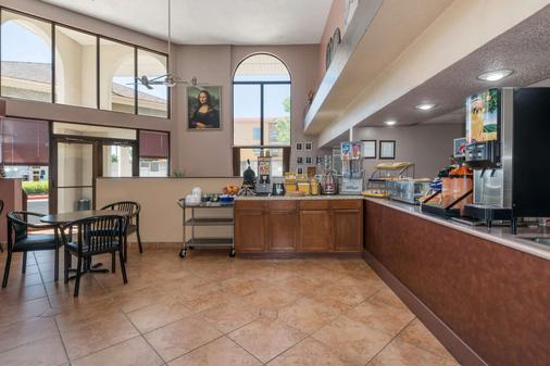 Days Inn by Wyndham Amarillo - Medical Center - Amarillo - Buffet