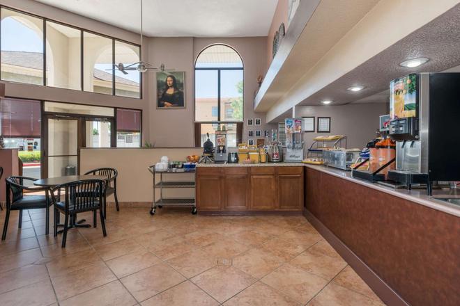 Days Inn by Wyndham Amarillo - Medical Center - Amarillo - Bufé