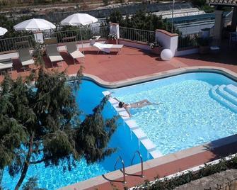 Mya Hotel Porto Cervo - Porto Cervo - Piscina