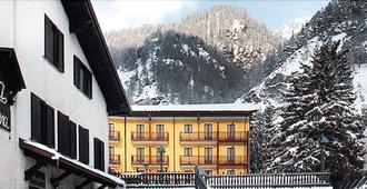 Hotel Casa Alpina Don Barra - Pragelato - Building