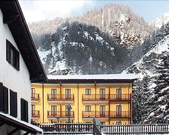 Hotel Casa Alpina Don Barra - Pragelato - Gebäude