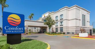 Comfort Inn and Suites - Houston - Building