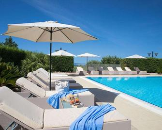 Lu'hotel Porto Pino - Sant'Anna Arresi - Pool