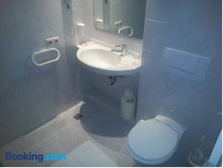 Hotel Restaurant Bismarckturm - Aachen - Bathroom