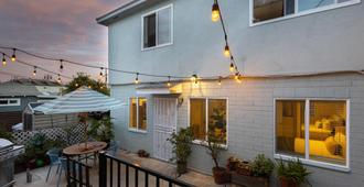 Grant Hill (2 Unit Buyout) by AvantStay | 2 Unit Home w/ Patio - San Diego - Building