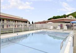 Americas Best Value Inn Marion, Nc - Marion - Pool