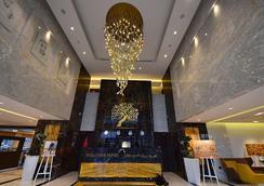 Jannah Burj Al Sarab - Abu Dhabi - Lobby
