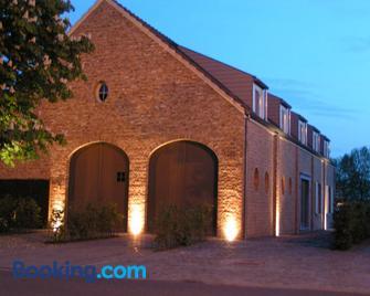 B&B Fragaria - Hoogstraten - Gebäude