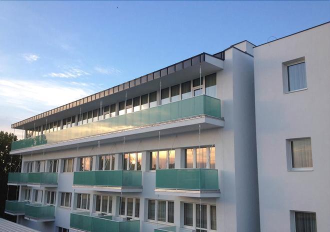 Hotel Aurum Family - Hajdúszoboszló - Building