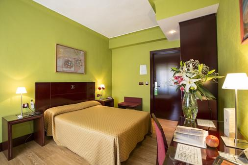 Hotel Carlos V - Granada - Bedroom