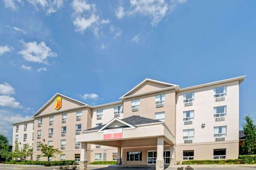 Super 8 by Wyndham Barrie - Barrie - Building