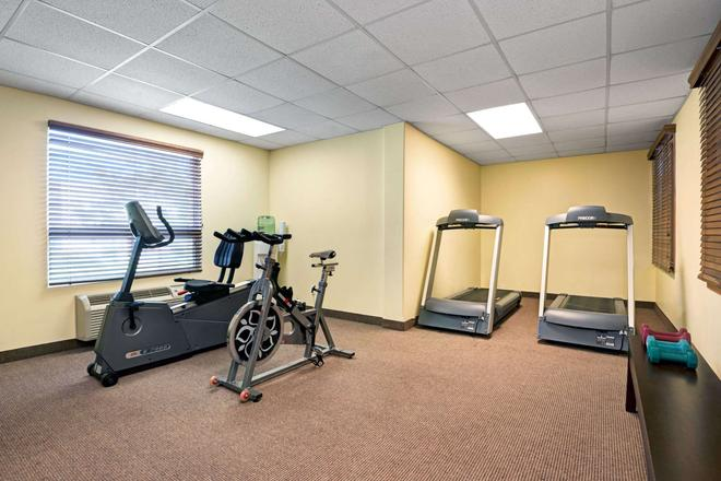 Super 8 by Wyndham Barrie - Barrie - Gym