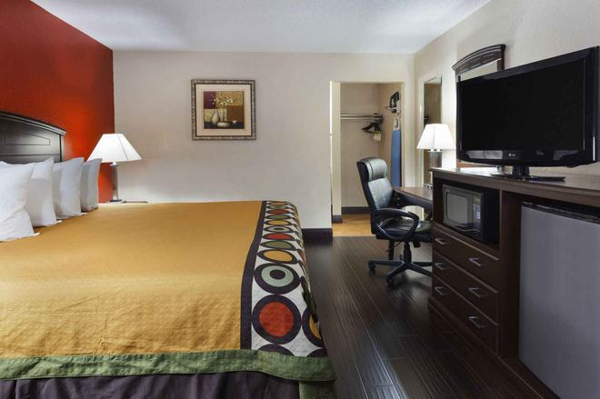 Super 8 by Wyndham Austin University/Downtown Area - Austin - Bedroom