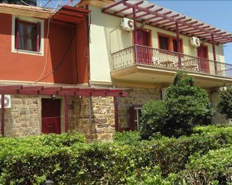 Manganos Hotel - Chios - Gebäude