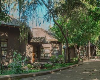 Wasawange Lodge & Tours - Livingstone - Outdoors view
