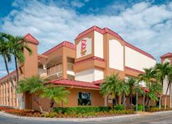 Red Roof Inn Plus+ & Suites Naples Downtown-5th Ave S - Napoli - Bangunan