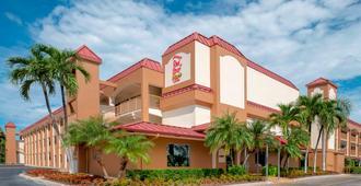 Red Roof Inn Plus+ & Suites Naples Downtown-5th Ave S - נייפלס