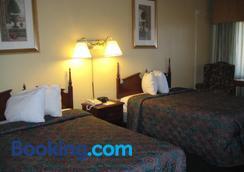 Royal Holiday Motel - Gallup - Bedroom