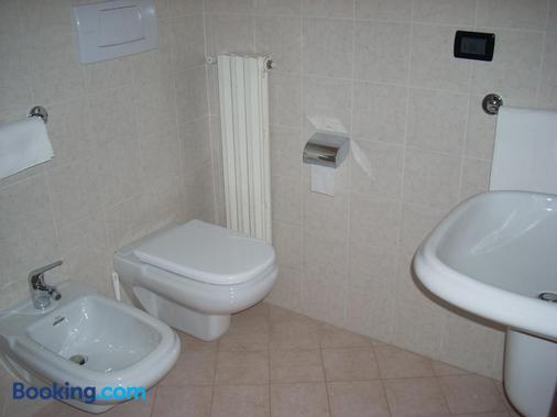 Hotel Margherita - San Giovanni Rotondo - Bathroom