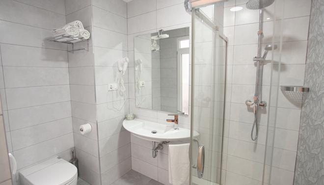 La Milagrosa Bed & Breakfast - Alicante - Bathroom
