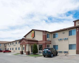 Super 8 by Wyndham Bernalillo - Bernalillo - Building