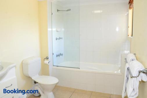 Arlia Sands Apartments - Hervey Bay - Bathroom