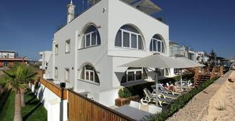 Golden Beach Guesthouse - פארו