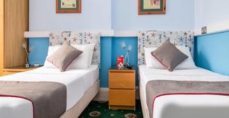The Commodore - Paignton - Bedroom