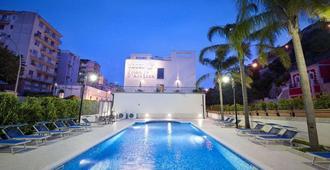 普林奇比德阿拉戈納酒店 - 莫迪卡 - 拉古薩 - 游泳池