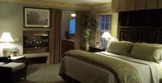 Lost Mountain Lodge - Sequim - Bedroom