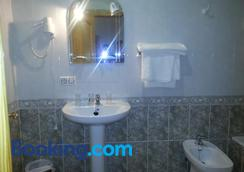Hostal Vadillo - Losar de la Vera - Bathroom