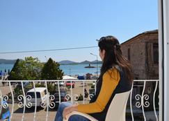 Mai Pension - Ayvalik - Balkon