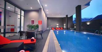 Favehotel - Pantai Losari Makassar - Makassar - Pool