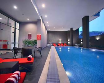 達恩湯普法維酒店 - 瑪加沙 - 望加錫 - 游泳池